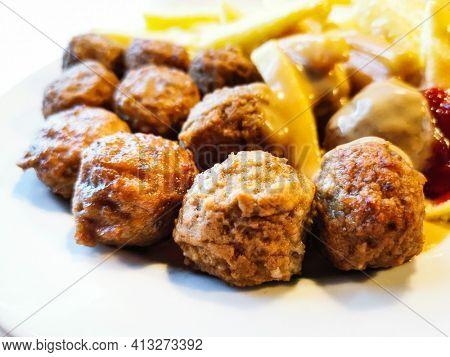 Delicious Provencal and semolina meatballs