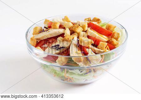 Chicken Salad Caesar. Salad Caesar With Chicken, Green Lettuce, Tomatos And Croutons. Light Chicken