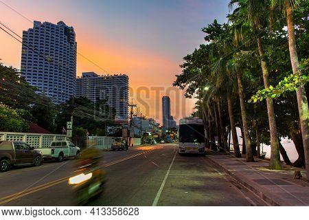 Pattaya, Thailand - January 19, 2019 :sunset On A Deserted Jomtiensaineung Street In Pattaya,thailan