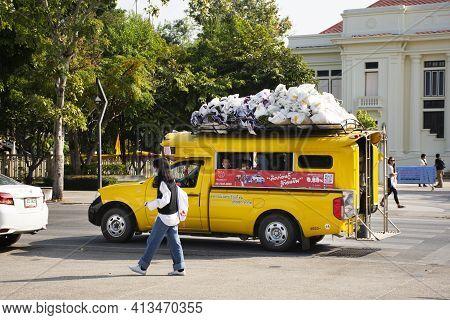 Thai Driver People Driving Yellow Pickup Car Send Receive Travelers Passenger Travel Visit Chiang Ma
