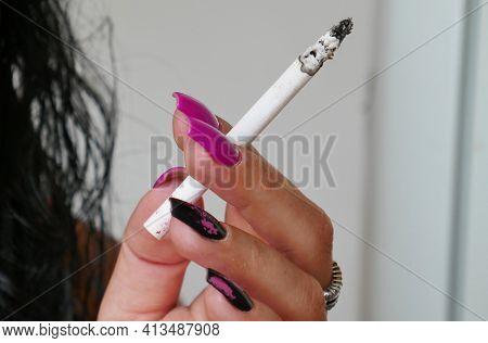 Giurgiu, Romania On 17.04.2019. Cigar Cigarette In The Hands Of A Smoker Girl