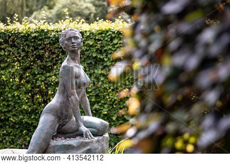 Perth, Scotland - August 12, 2019: The Fountain Of Arethusa With A Woman, Water Nymph Statue Behind