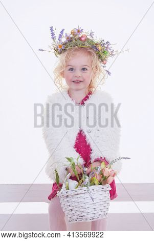 happy easter hunt girl with flowers