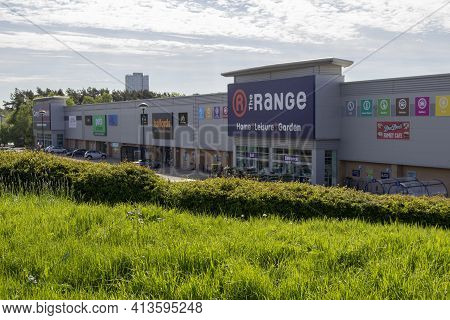East Kilbride, South Lanarkshire, Scotland, Uk - May 13, 2019: The Range And Halfords Stores In East