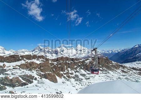 Zermatt, Switzerland - April 13, 2017: The Cable Car To Klein Matterhorn Mountain In The Swiss Alps