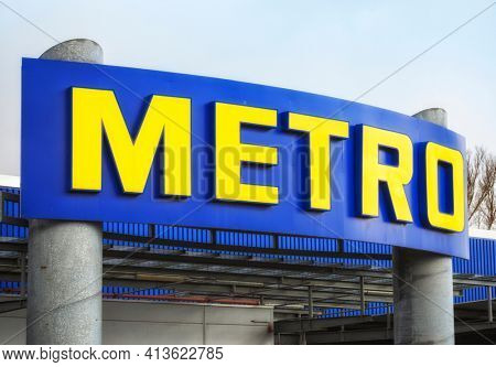 Hamburg, Germany – March 17, 2021. Signage above entrance of METRO wholesale market. Metro AG is a German multinational company based in Düsseldorf .