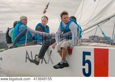 Dnepr, Ukraine- September 09, 2018: Summer Sport, Outdoor Socializing, Group Of Young People Having
