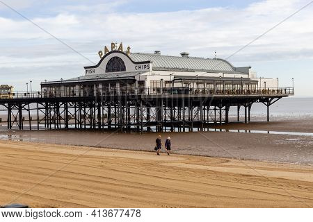 Cleethorpes, North East Lincolnshire, England, Uk - August 18, 2020: The Papas Restaurant On Cleetho