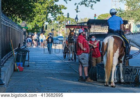 New Orleans, La, Usa - October 26: Buggy Drivers Talk To A Cop In The Shade On Decatur Street On Oct