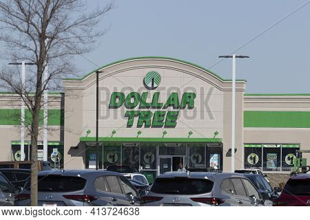 Muncie - Circa March 2021: Dollar Tree Discount Store. Dollar Tree Offers An Eclectic Mix Of Product