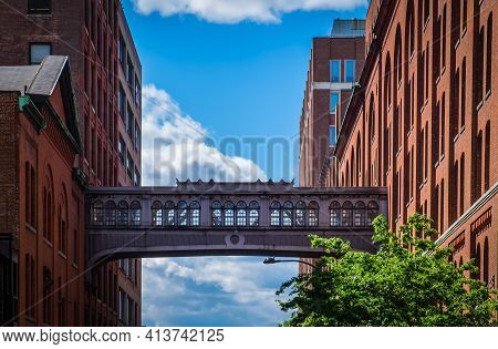 New York City, Usa, May 2019, View Of The West 15th Street Skybridge Between Two Buildings Above One