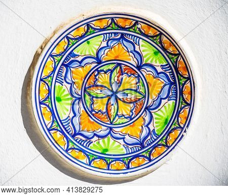 Traditional Colorful Wall Decoration, Hand-decorated Ceramic Plate Hanging On The Wall