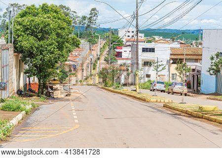 São Roque De Minas - Mg, Brazil - December 12, 2020: View Of The Vicente Picardi Avenue On A Ordinar
