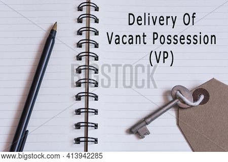 Text Written On Notepad With Pen And House Key - Delivery Of Vacant Possession