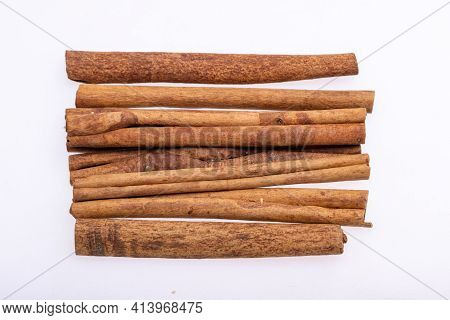 Cinnamon Sticks, Classic Spice From The Inner Bark Of Tropical Asian Trees, Flavorful And Aromatic F