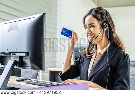 Internet Banking, Online Shopping And Technology Concept, Happy Smiling Asian Woman Helpline Operato
