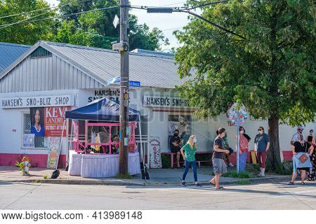 New Orleans, La - August 8: Hansen's Sno-bliz Snowball Shop With Customers On August 8, 2020 In New
