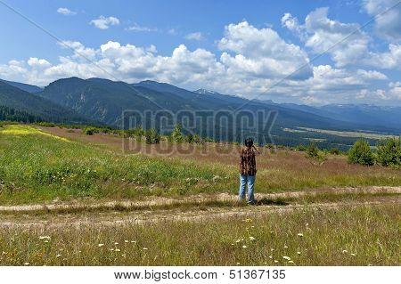 Amazing panoramic mountain vista.