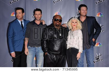 LOS ANGELES - NOV 07:  CARSON DALY, ADAM LEVINE, CEE LO GREEN, CHRISTINA AGUILERA & BLAKE SHELTON arrives to the The Voice Season 5-Top 12  on November 7, 2013 in Universal City, CA