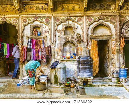 People In Beautiful Old Haveli In Mandawa