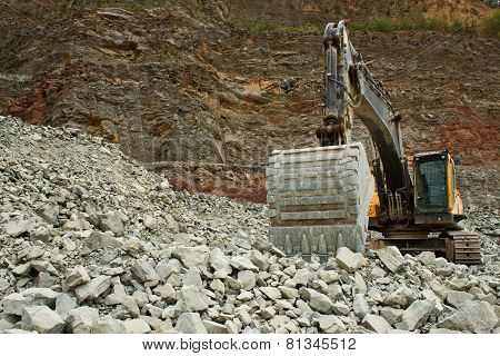 extraction of stone in the quarry