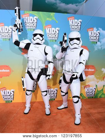 LOS ANGELES - MAR 12:  Storm Troopers arrives to the Nickeloden's Kid's Choice Awards 2016  on March 12, 2016 in Hollywood, CA.