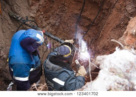 PERM RUSSIA DECEMBER 15.2015: the workers make the sidebar of the gas pipe in the pipeline