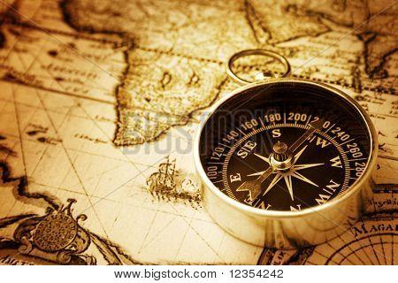 Kompas na staré mapě