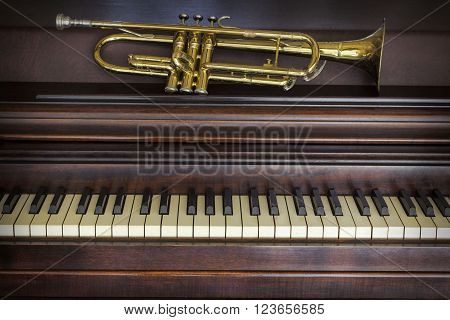 Old and worn Jazz trumpet and piano musical background
