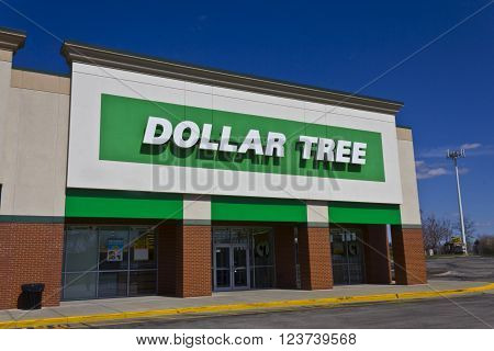 Indianapolis - Circa March 2016: Dollar Tree Discount Store. Offering an Eclectic Mix of Products at Discount Prices I