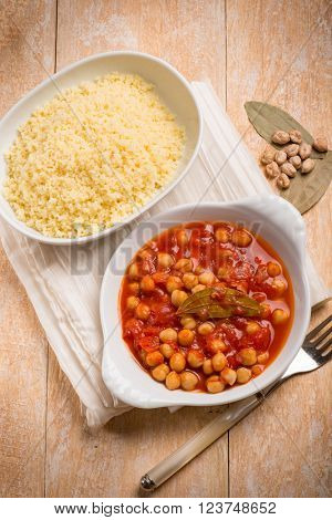 couscous and chickpeas with tomato sauce