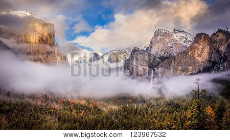 a view of yosemite valley with cloud moving in