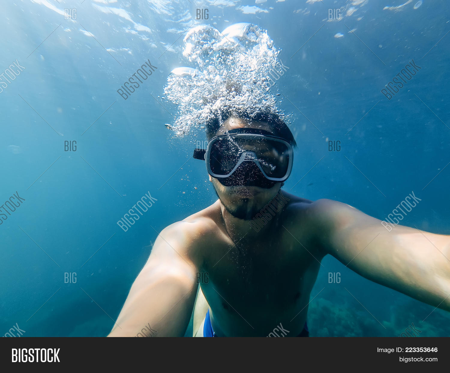 Recreation male diver swims powerpoint template recreation male y toneelgroepblik Choice Image