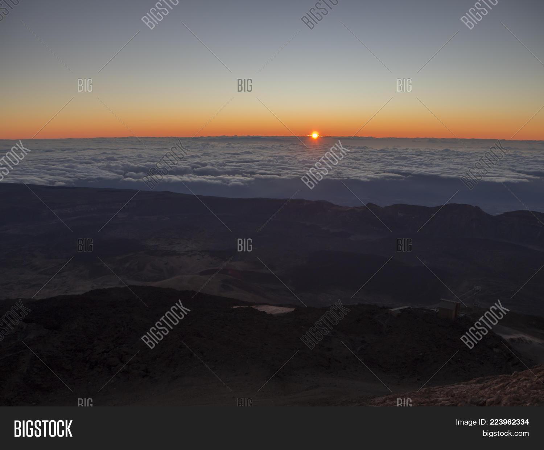 red sunrise sun powerpoint template red sunrise sun powerpoint