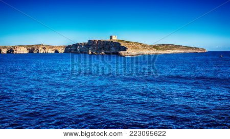Malta: Comino, Maltese: Kemmuna, a small island of the Maltese Archipelago, between the islands of Malta and Gozo in the Mediterranean Sea