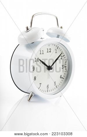White alarm clock shows 7 after 10.