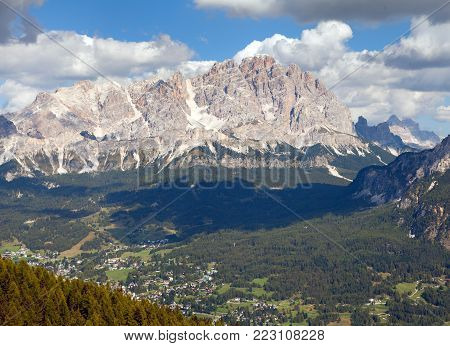 View of Cristallo gruppe, near Cortina d Ampezzo, Alps Dolomites mountains, Italy