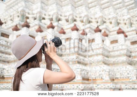 Female Shooting Phot Os At Wat Arun, Temple Of Dawn In Bangkok, Thailand