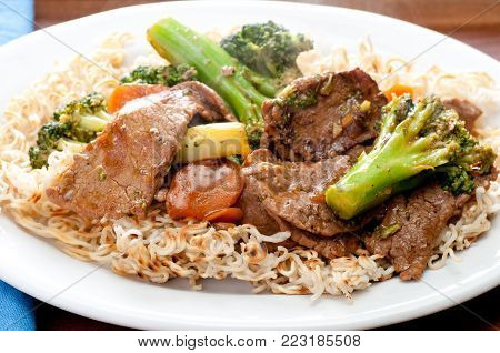 beef with broccoli and carrot stir fry over brown rice