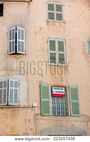 Ancient buiding for sale in south of France