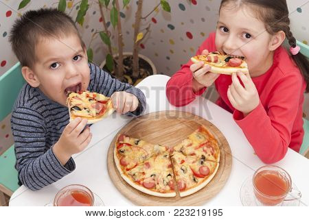 Children Eat Pizza