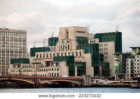 London, 18th January 2018:- The Headquarters of the British Secret Intelligence Service (Mi6), located alongside Vauxhall Bridge.