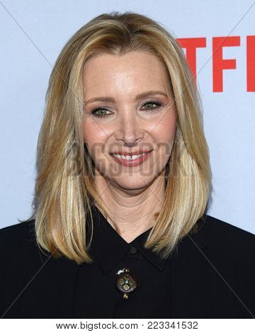 LOS ANGELES - JAN 18:  Lisa Kudrow arrives for the