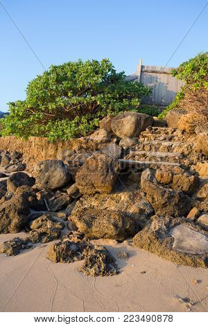 Public Beach Access Is Required For Every Beach In Oahu Hawaii And Many Have Makeshift Stairs Like T