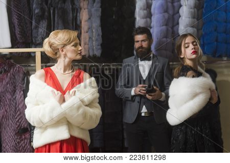 Purchase, Business, Moneybags. Fashion, Beauty, Winter, Fur. Date, Family, Love, Man, Women. Women I