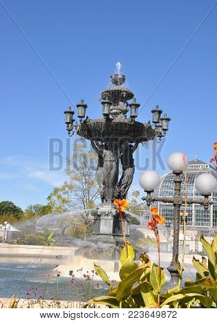 The Bartholdi fountain is located near greenhouses of the Botanical garden.  Square with the Bartholdi fountain - the simple vacation spot of  Washington. The fountain is a symbol of success and abundance.