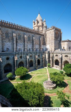 The view of the Cathedral (Se) of Evora with the cloister circumjacent the interior courtyard. Evora. Portugal