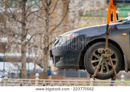MOSCOW RUSSIA - APRIL 22 2017: Traffic police officers on the street wants lifting the car on the tow truck for taking away