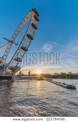 LONDON, UNITED KINGDOM - NOVEMBER 07: The London Eye ferris wheel, a famous attraction and travel destination in central London on November 07, 2017 in London