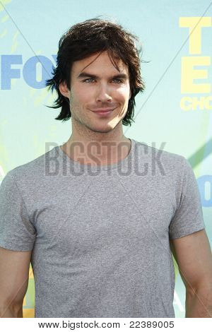 LOS ANGELES - AUG 7:  Ian Somerhalder arriving at the 2011 Teen Choice Awards at Gibson Amphitheatre on August 7, 2011 in Los Angeles, CA